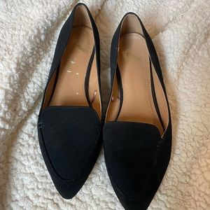 Report faux-suede black loafers with pointed toe